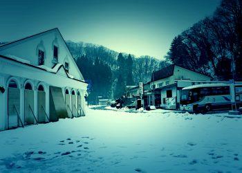 村,ロータリー,雪,曇り,屋外,ホラー,冬