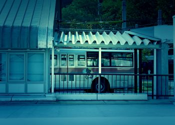 駅,ロータリー,町,屋外,晴れ,秋,ホラー