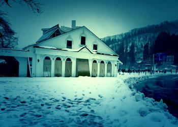 村,ロータリー,雪,曇り,屋外,冬,ホラー