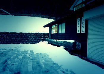 建物前,村,ロータリー,雪,曇り,屋外,冬,ホラー