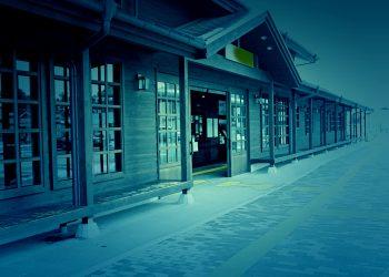 駅前,建物前,村,屋外,冬,曇り,ホラー