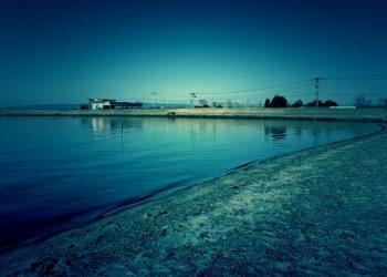 浜辺,町,屋外,冬,晴れ,ホラー,コズミックホラー