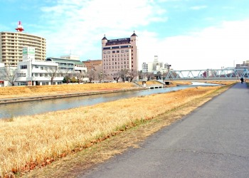 川,町,屋外,秋,晴れ