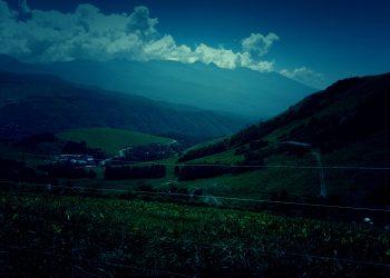 草原,アウトドア,屋外,夏,ホラー
